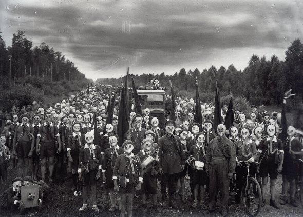 children-in-gas-masks