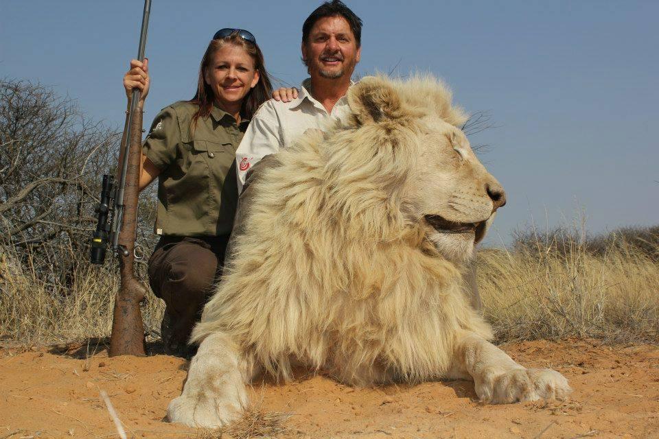 Mama Lion Preserve Wildlife